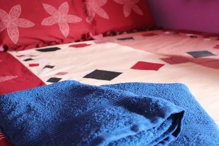Kay Guest Room 1 (Purple Room) - Casa de huéspedes