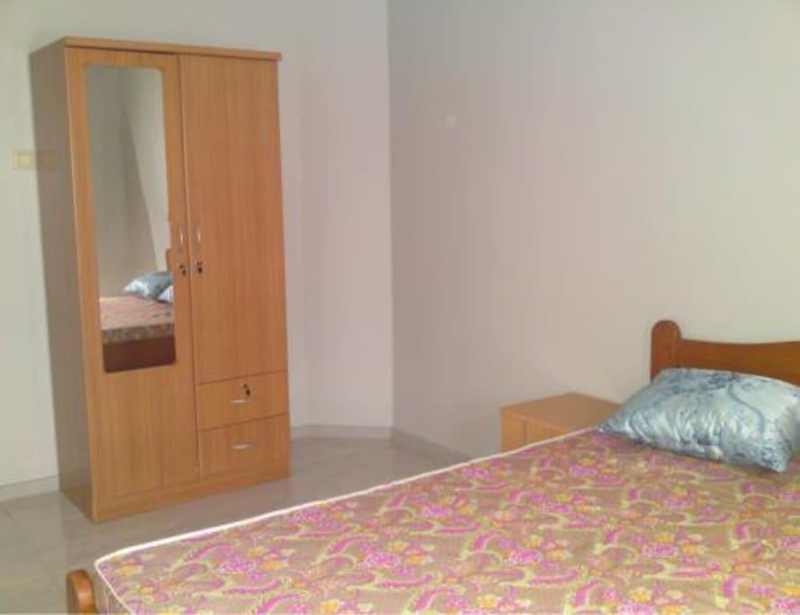 Ìn de woning zijn 2 kamers met een bed van 150*200cm