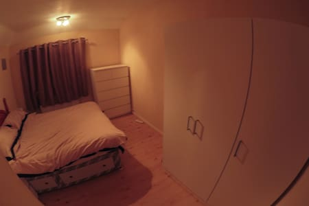 Double room in 3 bed house - Casa