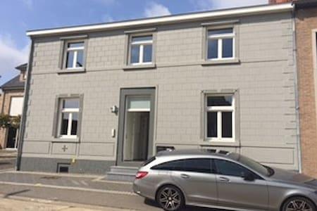 Cosy & Spacious apartment with terrace - Apartemen
