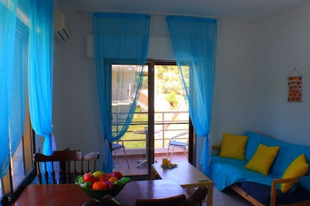 One Bedroom Apartment 50m from the beach - Apartment