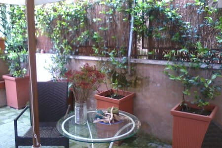 in the heart of Rome of roman people, flat+Garden - Apartment
