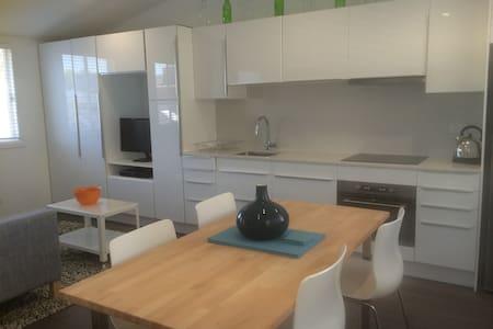 Modern, new studio in Bondi - Apartment
