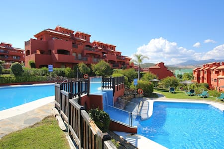 Luxury 2 Bed Apartment with Gardens - Estepona - Lejlighed