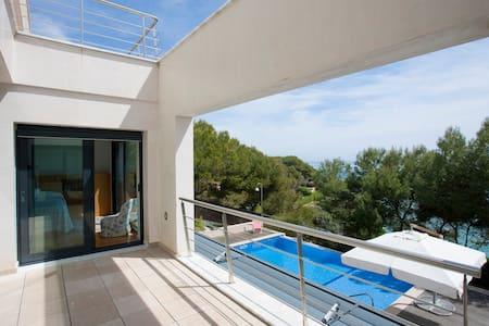 Dreamy beachfront holiday villa in Tarragona - Tarragona