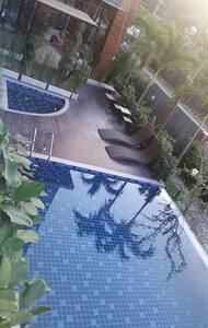 2BR in city - free wifi/pool/gym