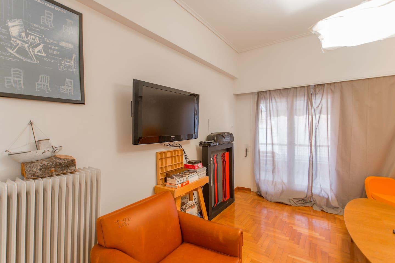 A Charming 2-Bedroom Apt in Piraeus