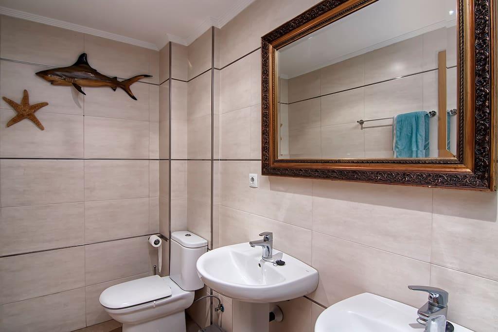 bathroom, 2 lavabos y bañera ,ducha