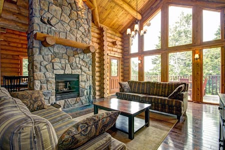 5 Bed Mont Tremblant Chalet,Hot Tub - Dům
