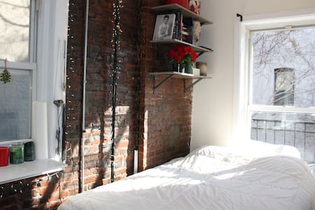 COMFY/COZY ROOM IN WILLIAMSBURG