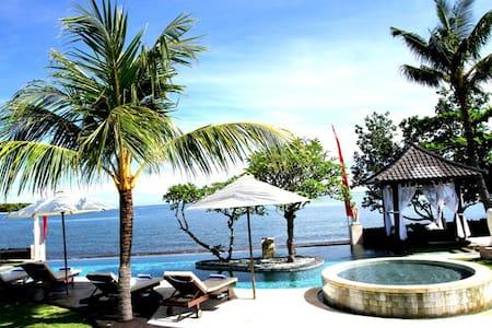 Luxury Beach Villa Lovina Bali - Villa