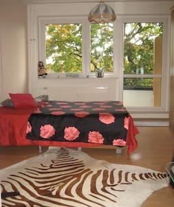 Kleine Wohnung mit Balkon-Zentral - Apartment