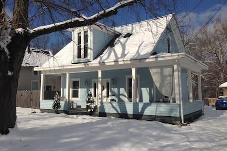 Updated & Charming Home in Loveland - House