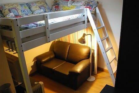 Double bed room in Shepherds Bush