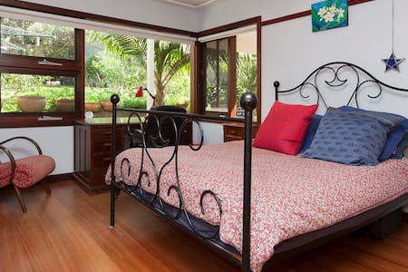 La Sirena Sofia's Sanctuary - Bed & Breakfast