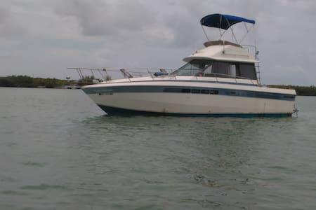 Floating getaway - Tekne
