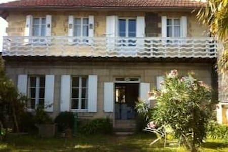 Maison de charme à Libourne - Libourne - House