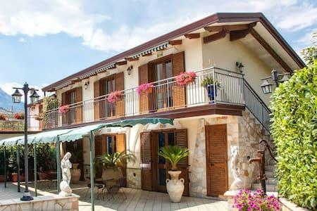 Camera per famiglie Costa D'Amalfi - Agerola - Bed & Breakfast