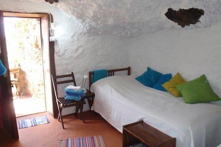Quiet Caveroom with  great seaview  - Pousada