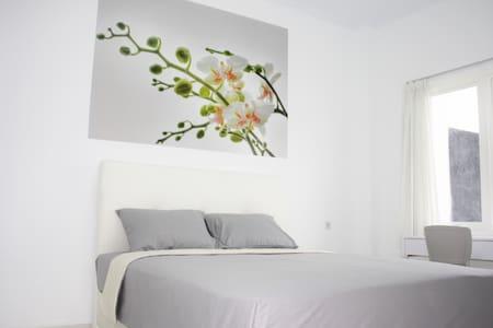 Modern elegant room (2) Yogyakarta - Yogyakarta - Bed & Breakfast