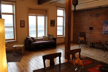 Spacious Modern loft (listing 1)