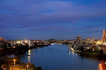 River views, 2 bed 1 bathroom apt - Fortitude Valley - Lägenhet