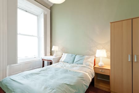 Beautiful double room with seaview - Dublin - House