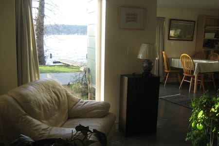 Lake Sammamish Waterfront Getaway - Apartment