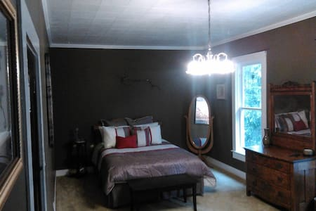 A WARM BED & A HOT SHOWER - Nehalem - Hus
