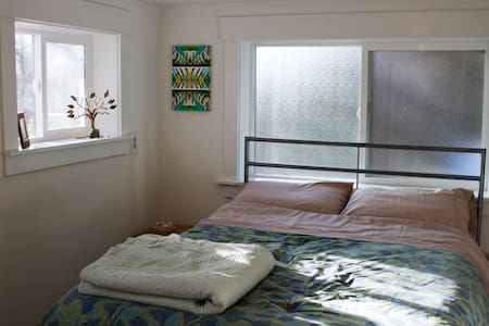 Charming stay near Greenlake. - Seattle - House