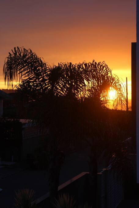 Bom dia...nascer do sol, visto da sacada.