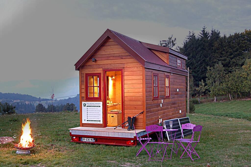 tiny house en france en auvergne houses for rent in le. Black Bedroom Furniture Sets. Home Design Ideas