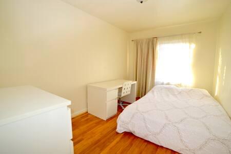 Queen bed  in Queens 15min to midtown manhattan - Queens - House