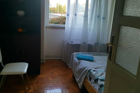 Single room in quite area with good connections - Amadora - Wohnung