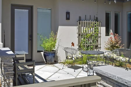 Beautiful Private Petite Suite & Garden Courtyard - Σπίτι
