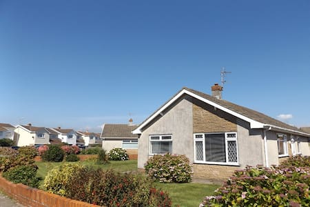 Three Bed Bungalow, Rest Bay, Porthcawl. - Porthcawl