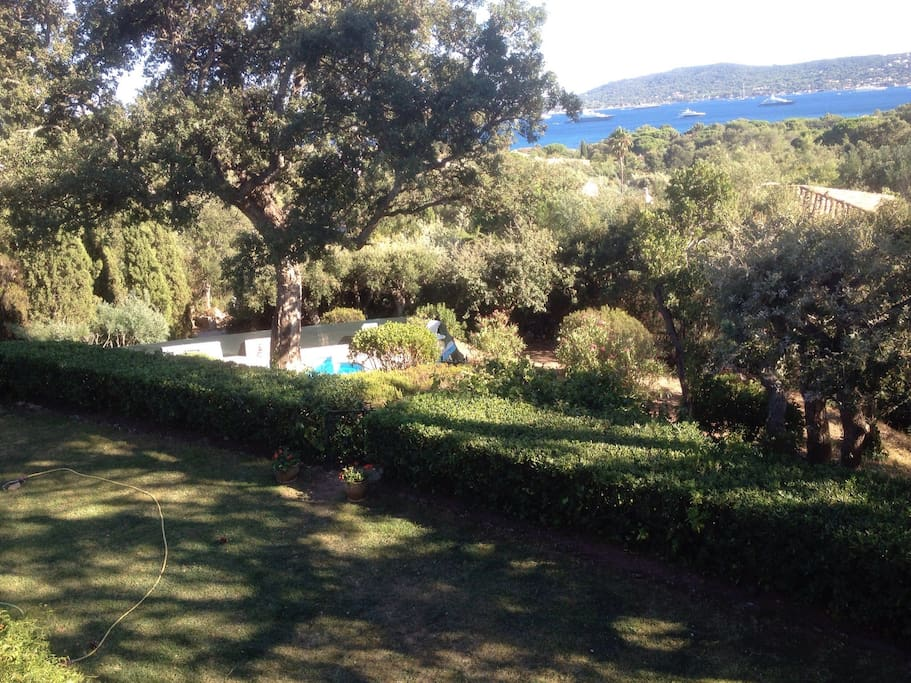 Villa vue mer golfe de saint tropez villas for rent in for Club piscine laval autoroute 15