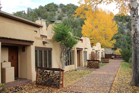 Secluded Taos Mountain retreat - Appartement