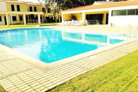 Villa 3 Quartos com Piscina e Tenis - Lanhelas - Hus