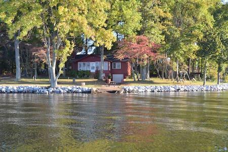 Big Water, Cozy Lake Cottage at LKN - Haus