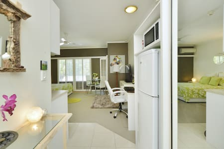 STYLISH,COMFORTABLE,PRIVATE STUDIO within Fabulous  RAMADA 4.4* RESORT PORT DOUGLAS Gateway to GREAT BARRIER REEF..  A Slice of Paradise! A Wonderful place to Relax in Style.  Enjoy & Relax All Day Poolside Restaurant, Room Service or Self Cater