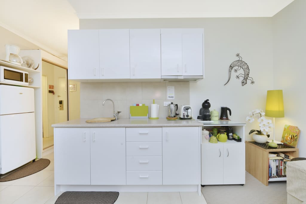 Well Equipped Kitchenette.& Pantry