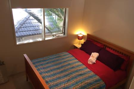 Sydney Queen Bed W Modern Amenities