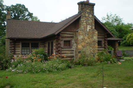 Fishel Cottage ~ historic log cabin - Martinsville