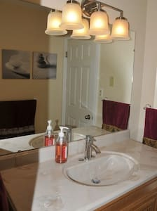 3bdr Cottage with hot tub and sauna ! - Innisfil - Bungalow