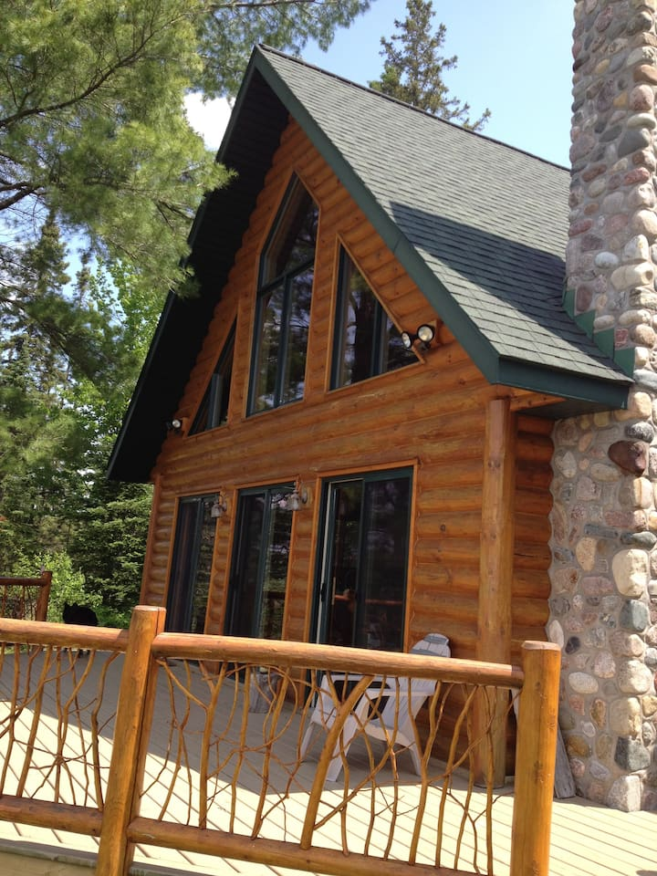 view of the front of the cabin facing the lake