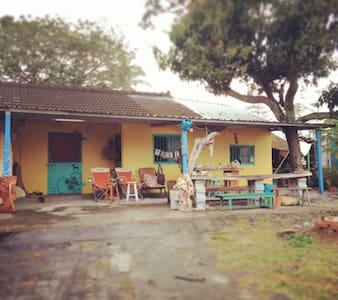 Crazy but cozy ~cabin near the sea - Casa