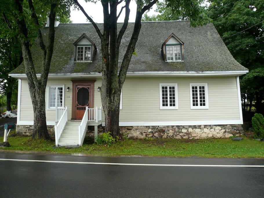 Ancestral house. Maison ancestrale.