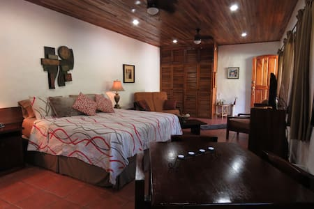 Jungle Villa-spacious studio/pool - Casa