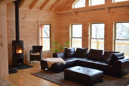 Chalet at Winghaven, Sunny Log Home - Fletcher - Xalet